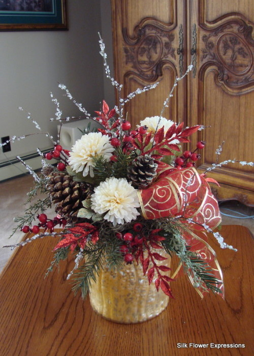 Red and Gold Holiday in Gold Mercury Glass Vase