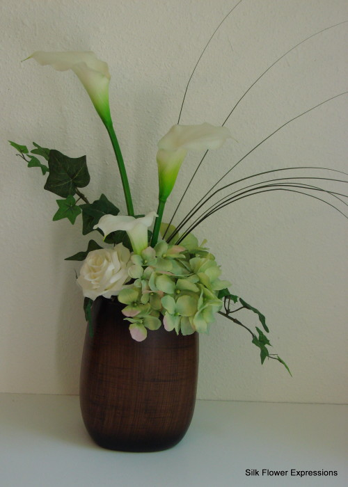 White Calalilly with white Rose and Light Green Hydrangea