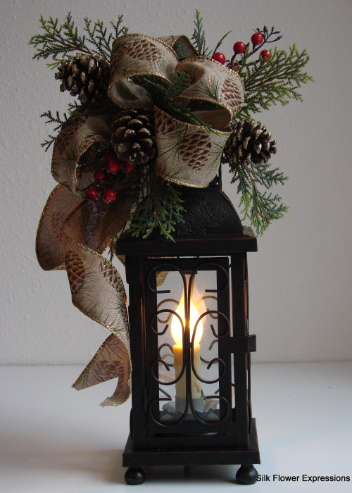 Winter Electric Lantern with golden pincones